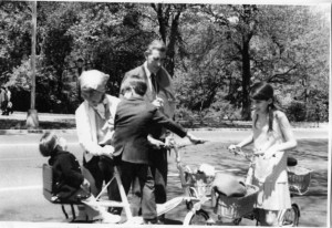 Lillian Ross and J.D. Salinger in Central Park in the late '60s with Erik Ross, Matthew Salinger and Peggy Salinger. Courtesy of Lillian Ross